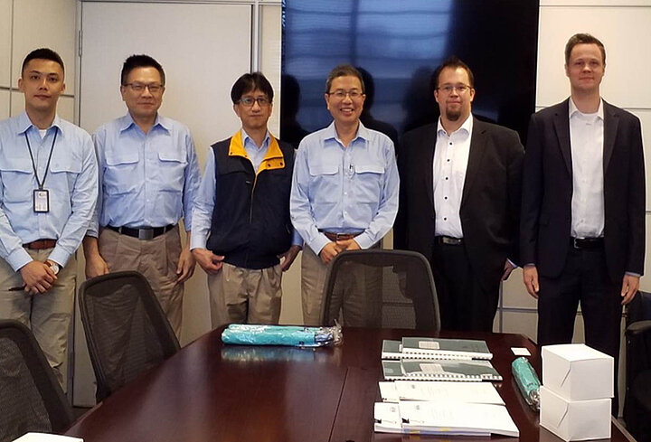 Signing the contract at CSC (left to right): Chih-Hsiang Chang, Ming-Hsing Hsiao, Hsien-Ming Chou, Yu-Ming Liu – General Manager Procurement, CSC Taiwan - Christian Thiede, Project Manager Sales, Marc Anthony Steffen, Project Manager Commercial, SMS group